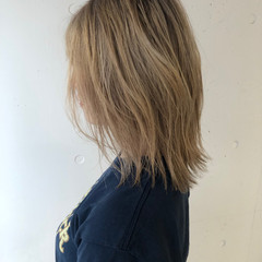 ミディアム ダブルカラー ハイライト ハイトーンカラー ヘアスタイルや髪型の写真・画像