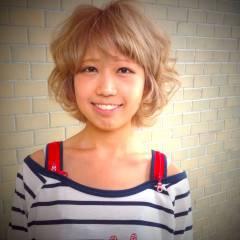 ハイトーン モテ髪 外国人風 ふわふわ ヘアスタイルや髪型の写真・画像