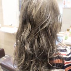 くせ毛風 外国人風 ハイライト グラデーションカラー ヘアスタイルや髪型の写真・画像