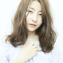 フェミニン パーマ 透明感 ゆるふわ ヘアスタイルや髪型の写真・画像