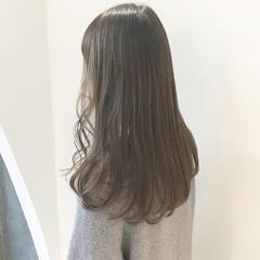 ロング ナチュラル グレージュ ミルクティーベージュ ヘアスタイルや髪型の写真・画像