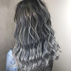 インナーカラー バレイヤージュ ストリート ターコイズ ヘアスタイルや髪型の写真・画像