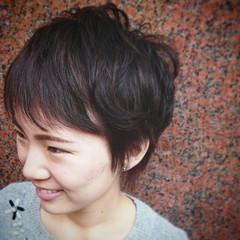 レッド ピンク ショート ハイライト ヘアスタイルや髪型の写真・画像