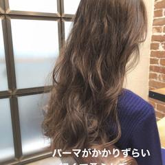 アンニュイほつれヘア ゆるふわパーマ ナチュラル ロング ヘアスタイルや髪型の写真・画像