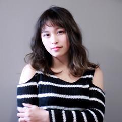 セミロング グラデーションカラー ナチュラル 前髪あり ヘアスタイルや髪型の写真・画像