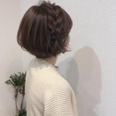ショート 編み込みヘア ショートヘアアレンジ フェミニン ヘアスタイルや髪型の写真・画像