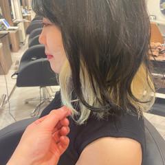 インナーカラー ホワイトアッシュ ミディアム ホワイトカラー ヘアスタイルや髪型の写真・画像