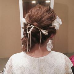 ヘアアレンジ ねじり 花嫁 セミロング ヘアスタイルや髪型の写真・画像