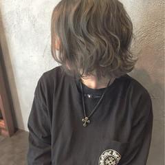 モード ミディアム メンズ アッシュグレー ヘアスタイルや髪型の写真・画像