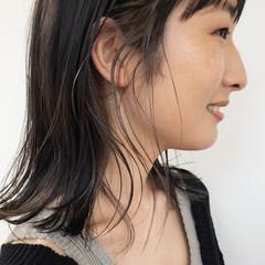 ミディアム ミルクティーベージュ 透明感カラー フェミニン ヘアスタイルや髪型の写真・画像