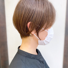 ショートヘア ナチュラル ショートボブ 耳かけ ヘアスタイルや髪型の写真・画像