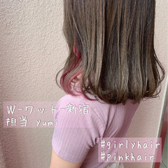 ピンクベージュ ラベンダーピンク インナーカラー ミディアム ヘアスタイルや髪型の写真・画像