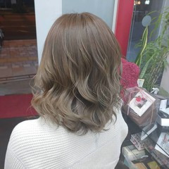 アッシュグレー ナチュラル ミディアム グレージュ ヘアスタイルや髪型の写真・画像