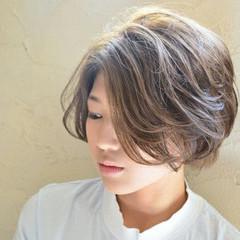 ハイライト ショート アッシュ 大人かわいい ヘアスタイルや髪型の写真・画像