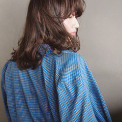 パーマ ミディアム 外国人風 ナチュラル ヘアスタイルや髪型の写真・画像
