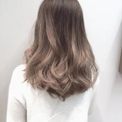 ナチュラル グラデーションカラー セミロング グレージュ ヘアスタイルや髪型の写真・画像
