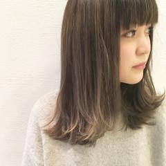 ミディアム アッシュ ハイライト 暗髪 ヘアスタイルや髪型の写真・画像