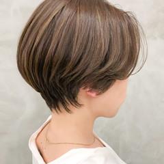グレージュ インナーカラー バレイヤージュ ショート ヘアスタイルや髪型の写真・画像