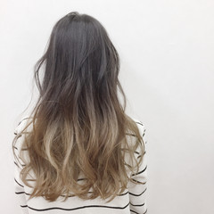 ツートン ベージュ ハイトーン ロング ヘアスタイルや髪型の写真・画像
