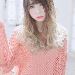 外国人風フェミニン グラデーションカラー ゆるウェーブ フェミニン ヘアスタイルや髪型の写真・画像