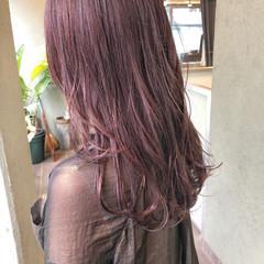 セミロング フェミニン ピンクベージュ ブリーチカラー ヘアスタイルや髪型の写真・画像