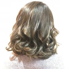 ミディアム ガーリー ライトベージュ ヘアスタイルや髪型の写真・画像