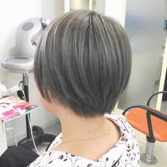 グレー ショート ストリート アッシュグレー ヘアスタイルや髪型の写真・画像