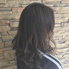 ゆるふわ ミディアム アッシュ ナチュラル ヘアスタイルや髪型の写真・画像