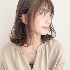 ミディアム 外ハネ 大人かわいい 簡単ヘアアレンジ ヘアスタイルや髪型の写真・画像
