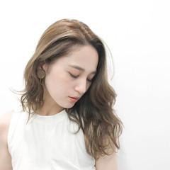アッシュベージュ ラフ アンニュイ ハイライト ヘアスタイルや髪型の写真・画像