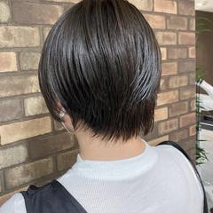 ショート ブルーアッシュ ナチュラル 透明感 ヘアスタイルや髪型の写真・画像