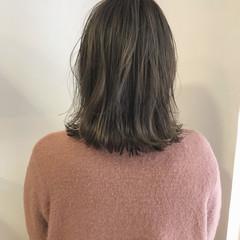 外ハネ 切りっぱなし ミディアム ロブ ヘアスタイルや髪型の写真・画像