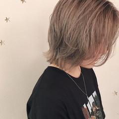 ウルフカット ミディアム ハイトーンボブ ストリート ヘアスタイルや髪型の写真・画像