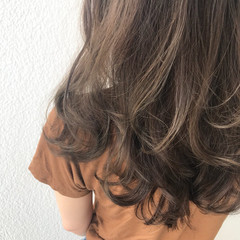 外国人風カラー グレージュ アッシュグレージュ フェミニン ヘアスタイルや髪型の写真・画像