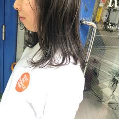 シルバーグレージュ 3Dハイライト セミロング 切りっぱなしボブ ヘアスタイルや髪型の写真・画像