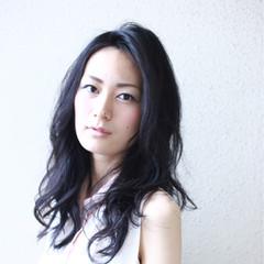 リラックス 暗髪 デジタルパーマ エレガント ヘアスタイルや髪型の写真・画像