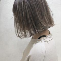 アッシュ 大人ショート アッシュベージュ エレガント ヘアスタイルや髪型の写真・画像