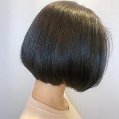 オリーブアッシュ 透明感カラー ボブ オリーブベージュ ヘアスタイルや髪型の写真・画像