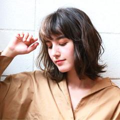 ミディアム セミロング ナチュラル レイヤーカット ヘアスタイルや髪型の写真・画像
