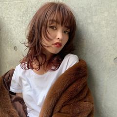 ミディアム レイヤーカット ウルフカット アンニュイほつれヘア ヘアスタイルや髪型の写真・画像