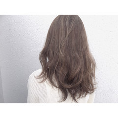 セミロング ナチュラル グレージュ ハイライト ヘアスタイルや髪型の写真・画像