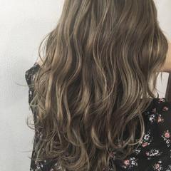 セミロング ハイライト 秋 グレージュ ヘアスタイルや髪型の写真・画像
