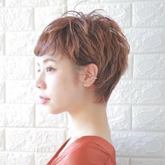 オレンジカラー レイヤーカット ショートバング ショート ヘアスタイルや髪型の写真・画像