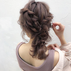 編みおろし ミディアム ナチュラル ふわふわヘアアレンジ ヘアスタイルや髪型の写真・画像