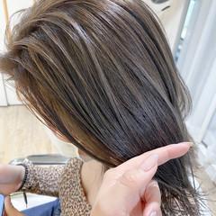 ベージュ ミルクティーベージュ ミディアム 極細ハイライト ヘアスタイルや髪型の写真・画像