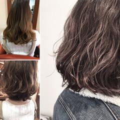 パーマ グレージュ ナチュラル アッシュ ヘアスタイルや髪型の写真・画像