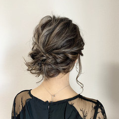 ミディアム グレージュ ヘアセット ストリート ヘアスタイルや髪型の写真・画像
