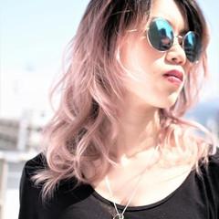 ストリート グラデーションカラー レッド ハイトーン ヘアスタイルや髪型の写真・画像