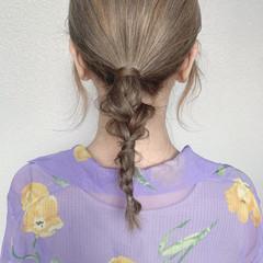 フェミニン ミディアム ベージュ ブラウンベージュ ヘアスタイルや髪型の写真・画像