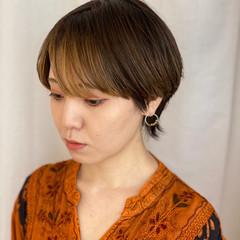 インナーカラー ウルフカット マッシュショート モード ヘアスタイルや髪型の写真・画像